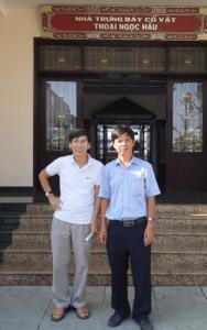 Với BS Đạo trước lăng Thoại Ngọc Hầu